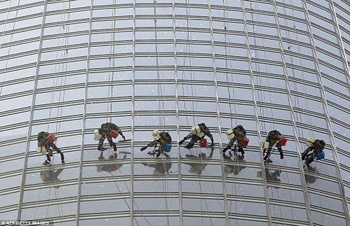مناسب ترین عایق رطوبتی برای پنجره های ساختمان